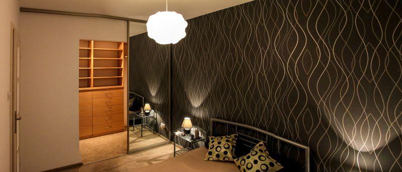 Schlafzimmer-mit-begehbarem-Wandschrank